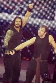Roman Reigns and Dean Ambrose, Dean's Face... I Love It... Even Though The Shield Broke Up... It's Nice To See Dean And Roman Together And Helping Each Other<3<3<3 #AMBREIGNS
