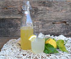 Sciroppo al limone una ricetta base da diluire nell'acqua e rinfrescarvi in queste giornate calde.Potete anche utilizzarlo su granite o gelati