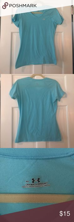 Under Armour Workout Top Worn lightly, very lightweight!! 🏃🏽♀️ Under Armour Tops Tees - Short Sleeve