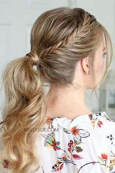 Once the weather starts warming up, I find myself always throwing my hair into a quick ponytail. I thought it'd be fun to share this double lace fishtail ponytail because it's an easy way to make your ponytail a little more unique. Fishtail braids are… Prom Hairstyles For Short Hair, French Braid Hairstyles, Braids For Short Hair, Trending Hairstyles, Ponytail Hairstyles, Straight Hairstyles, Braided Hairstyles, Hairstyles Videos, Fishtail Ponytail