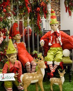 El rojo ha perdurado en todas nuestras navidades 🎄😍 En este caso lo acompañamos con la frescura del verde y la magia de los duendes navideños ✨  #rojonavidad #navidad #navidadfexton #colombia #navidadmagica Elf On The Shelf, Ronald Mcdonald, Holiday Decor, Fictional Characters, Red, Green, Magical Christmas, Elves, Magick