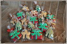 Small christmas gingerbread glassmarkers./ Kis karácsonyi mézeskalács pohárdíszek.