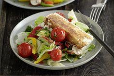 Bunter Salat mit gebratenem Schafskäse