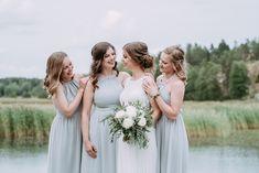 Häät meren rannalla, Hääpotrettien valokuvaus, Hääkuvaus Kuusiston Linnanraunioilla. Fine art weddings Helsinki, Hääkuvaaja, morsian ja kaasot yhteiskuva, bridesmaids pose, group photo bridalparty  #weddingportraits #fineartweddingphotography #häät #hääkuvaaja  www.katrihaavisto.fi Bridesmaid Dresses, Wedding Dresses, Helsinki, Wedding Portraits, Finland, Stylish, Beautiful, Fashion, Bridesmade Dresses