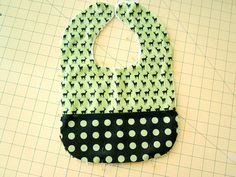Pattern -printable Oh Baby! with Fabric.com: Snap-on Bib with a Pocket | Sew4Home