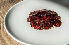 Blodpølse fra sortfodssvinet og nedenunder røræg. Foto: Rasmus Kramer Schou COPYRIGHT berlingske media
