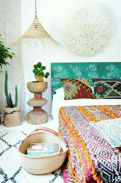 Bohemian bedroom ... palm leaf headboard