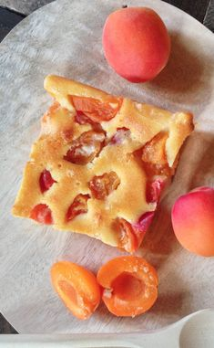 Apricot and orange blossom clafoutis - Pêche & Abricot - Healthy Recipes Easy Easy Salad Recipes, Easy Salads, Easy Healthy Recipes, Low Carb Recipes, Easy Meals, Healthy Meals, Healthy Food, Healthy Fruit Desserts, Healthy Candy