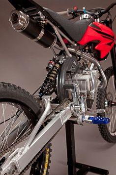 Motoped: l'anello mancante tra moto e mountain bike Motocross Bikes, Motorcycle Bike, Eletric Bike, E Mountain Bike, E Mtb, Motorised Bike, Power Bike, Honda Cub, Cafe Racing