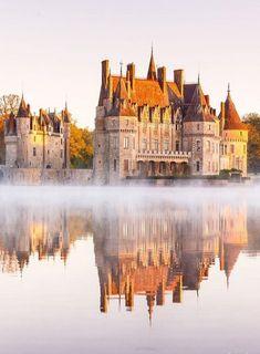 Château de la Bretesche 🇫🇷 Historical Architecture, Ancient Architecture, Beautiful Architecture, Architecture Details, Beautiful Castles, Beautiful Hotels, Beautiful Places, Sunrise Hotel, Places Around The World