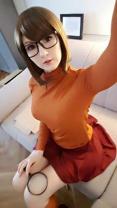 Character: Velma Dinkley / From: Hanna-Barbera's 'Scooby Doo' Cartoon / Cosplayer: Nana Kuronoma (2017)
