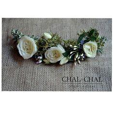 #tocado romántico para Agus  flores, pimpollos y hojas #wedding #chalchalflores