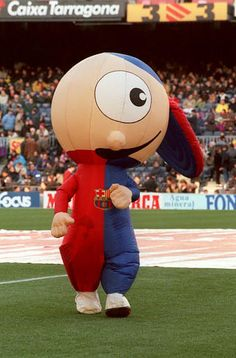 Mascotte du FC Barcelone ?! http://www.whoateallthepies.tv/photos/117589/20-utterly-craptacular-football-mascots.html