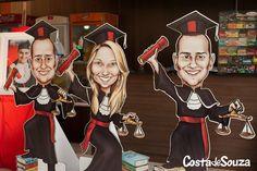 Caricaturas impressas em totem (display) para festa de formatura. #graduation #Direito