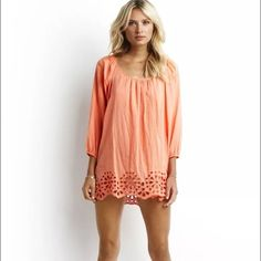 Seafolly Satisfaction Kaftan (XS) Perfect beach/pool cover up! Elasticated scoop neckline for a subtle sexy look. Back tie for a comfortable and easy fit. 3/4 length sleeves with elastic cuff detail. Cut out embroidery along bottom hemline. Flowing lightweight fabric. Made from 100% crinkle cotton fabric. Brand: Seafolly Color: Light Coral Size: XS Seafolly Swim Coverups