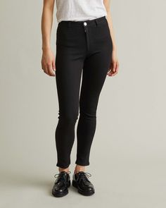 """Super stretch, high waist, cropped denim for ultimate everyday comfort. Crafted in Italy. Totˆme's take on the jeggings"""" is pairable with anything. Denim Jeans, Black Jeans, Apothecary, Designing Women, Jeggings, High Waist, Tights, Italy, Model"""