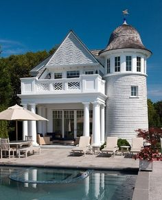 A poolhouse becomes your own personal lighthouse ... #coachbarn #design