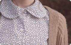 Oi Meninas!   Esta blusinha é nova! Comprei quando dei uma passadinha pela Renner e vi estas golinhas meigas... não resisti. Fui logo ima...