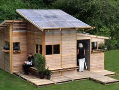 rhooo une cabane en palettes au fond du jardin ça serait coool !