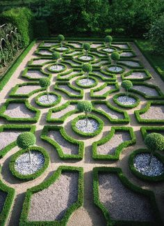"This parterre is, by comparison to others, quite simple In its layout and design. The ""Parterre Garden"" was developed in France in the… Boxwood Garden, Topiary Garden, Garden Art, Garden Design, Lily Garden, Garden Paths, Gardens Of The World, Design Jardin, Classic Garden"