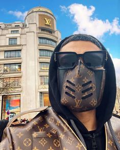 Louis Vuitton Leather Mask High Quality With Box Louis Vuitton Designer, Louis Vuitton Monogram, Designer Bags, Luxury Designer, Hellboy Tattoo, Kate Hudson, Streetwear, Mouth Mask Fashion, Fashion Mask