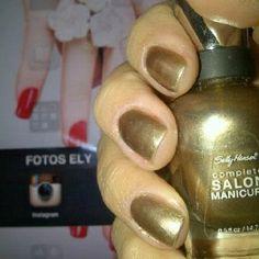 Manicure gold.