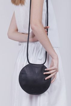 This Round Black Leather Bag Circle Bag Round Bag Round Evening is just one of the custom, handmade pieces you'll find in our crossbody bags shops. Diy Rucksack, Sac Vanessa Bruno, Circle Purse, Cuir Nappa, Diy Sac, Crossbody Clutch, Leather Crossbody, Clutch Purse, Black Crossbody