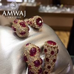 Imagine wrapping your neckline with this multi strand diamond necklace from Amwaj Jewellery  تخيلي نفسك ترتدين هذا العقد الماسي بأكثر من لفة  من مجوهرات أمواج   #dubai #luxury #jewelry #diamonds #rubies #love