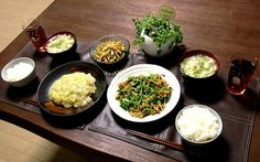 豆苗って、栄養があって安くて、根を水に浸しておけばマタ生えてくる。なんて良い食材なんでしょう!(OvO) - 36件のもぐもぐ - 豚肉と豆苗の生姜焼き、鰤のネギソース、春雨中華サラダ、キャベツの中華スープ、ご飯 by pentarou