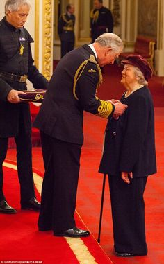 She's best known for playing Hyacinth Bucket in Keeping Up Appearances. And Patricia Routledge has finally made a Dame at a ceremony at Buckingham Palace on Friday. British Tv Comedies, British Comedy, British Actresses, British Actors, Actors & Actresses, English Comedy, Bbc Tv Shows, Keeping Up Appearances, British Humor