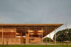 Assim é a moradia para estudantes em uma escola na zona rural do Tocantins, uma obra em que eficiência e beleza são aliadas. Conheça essa bela história!