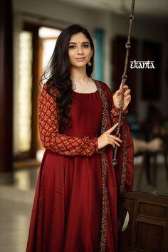 Long Dress Fashion, Indian Fashion Dresses, Indian Outfits, Indian Bridal Sarees, Churidar Designs, Maroon Dress, Dress Indian Style, Indian Designer Wear, Simple Dresses