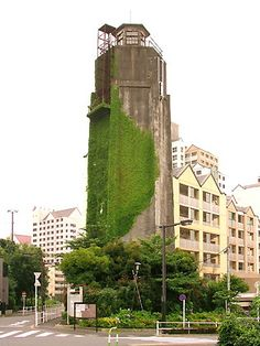 Water tower  -  Shinjuku, Tokyo, Japan Unusual Buildings, Amazing Buildings, Shinjuku Tokyo, Tokyo Japan, Tower Light, Green Facade, Vertical Garden Design, Wall Exterior, Tower Garden