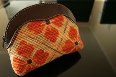 Cosmetiquero Needlepoint Designs, Sunglasses Case, Coin Purse, Cross Stitch, Embroidery, Wallet, Purses, Ideas, Embroidery Stitches