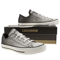 DIY black glitter to silver Cool Converse, Converse All Star Ox, Converse Style, Outfits With Converse, Converse Shoes, Vans, Silver Converse, Glitter Converse, Converse High