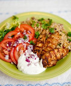 Kyckling och bulgursallad med fetaostsås