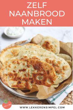 Zelf naan(brood) maken. Een makkelijk recept voor naan brood met weinig ingrediënten. Klik op de foto voor het recept. #naan #indiaas A Food, Good Food, Food And Drink, Yummy Food, Pesto, Recipes With Naan Bread, Tapas, Food Tags, Happy Foods