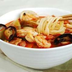 This spicy red noodle soup, jjambbong (also spelled jjamppong), is one of the most popular Korean-Chinese dishes alongside another noodle dish called jajangmyeon (noodles in a black bean sauce). Korean Dishes, Korean Food, Spicy Noodle Soup Recipe, Korean Noodles, Udon Noodles, Soup Recipes, Cooking Recipes, Noodle Recipes, Kitchen Recipes