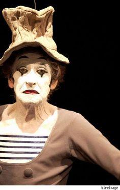 Marcel Marceau, saw him at the Ryman, wonderful show! Es Der Clown, Le Clown, Clown Faces, Creepy Clown, Circus Art, Circus Theme, Samuel Beckett, Marcel, Mime Marceau