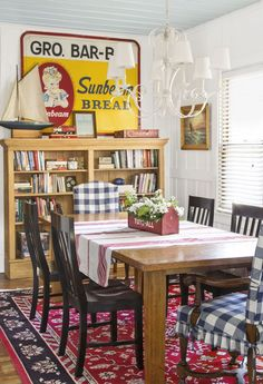 These farmhouse dining room inspirations look so admirable and, obviously tempting to copy! Choose the one that suits your taste and remodel your dining room right now! Dining Room Paint, Dining Room Design, Dining Room Chairs, Arm Chairs, Design Table, Dining Tables, Dining Area, Cottage Dining Rooms, Country Dining Rooms