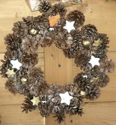 Christmas wreath with cones2