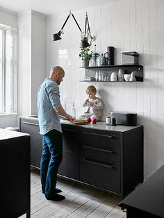 Vipp Køkken   Cases Kitchen Interior, New Kitchen, Kitchen Ideas, Black Kitchens, Home Kitchens, Laguna Beach House, Basement Flooring, Kitchenette, Kitchen Lighting