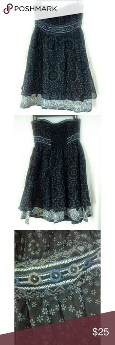 """Free People strapless embroidered dress Excellent used condition. No straps. Missing clasp at top of side zipper. Top is lined with rubber backing to help dress stay put. Bust 14"""" length 28"""" Free People Dresses Strapless"""