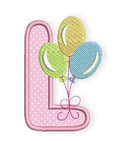 Luftballons sind vielleicht nicht optimal zum Spielen für Babys geeignet, aber um das Haus oder die Wohnung zu schmücken, wenn Mama mit dem neugeborenen Baby aus dem Krankenhaus nach Hause kommt, sind sie wunderbar geeignet.  Deshalb hat mein L auch 3 bunte Ballons angehängt.    Ihr könnt Euch die Stickdatei zusammen mit der Farbwechselübersicht wie immer in nachfolgendem Link als ZIP-Fi ...
