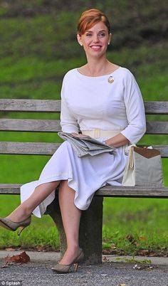 Kelli looked wonderful in an all-white number as she filmed Pan Am in New York