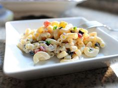 The Best Macaroni Salad Ever ---- from Pioneer Woman. Amazingly Delicious Looking! Side Recipes, Great Recipes, Favorite Recipes, Summer Recipes, Best Macaroni Salad, Macaroni Pasta, Soup And Salad, Pasta Salad, Rice Pasta