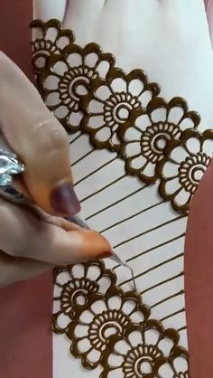 Mehndi Designs For Wedding, Very Simple Mehndi Designs, Finger Mehendi Designs, Traditional Mehndi Designs, Mehndi Designs Front Hand, Pretty Henna Designs, Mehndi Designs For Kids, Floral Henna Designs, Engagement Mehndi Designs