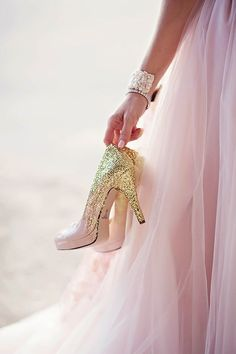 You Know You're A Girly-Girl If. Things that almost every girly girl understands Prom Couples, Teen Couples, Quinceanera Photography, Prom Poses, Foto Casual, Prom Heels, Glamour, Prom Pictures, High End Fashion