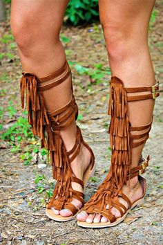 fringe tall gladiator sandals <br> Our Chippewa Gladiator Sandals are tall fringe gladiator sandals. They are the perfect look to dress up shorts or a cute Spring dress! Gladiator Sandals Outfit, Flat Gladiator Sandals, Leather Sandals, Pretty Shoes, Cute Shoes, Me Too Shoes, Flip Flops Damen, Heeled Boots, Shoe Boots