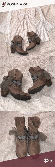 Not rated boots!🦄 Not rated boots! Really cute! They have a small place on the heel and the bow( see pictures)! Overall they are in good condition. Size 7.5. Not Rated Shoes Ankle Boots & Booties